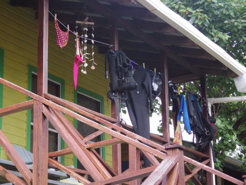 hang-scuba-gear-at-reef-house-roatan