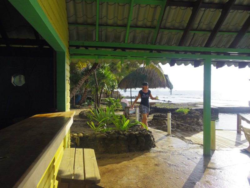 reef-house-roatan-bar-2