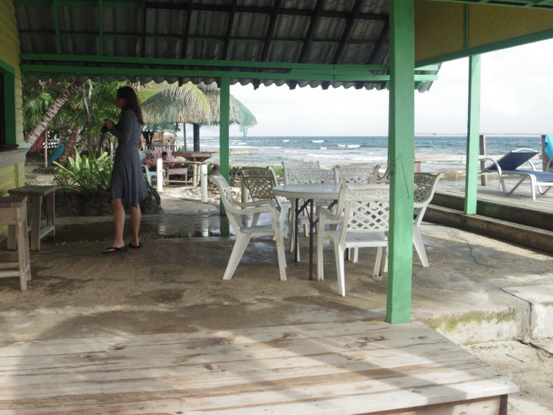 reef-house-roatan-bar