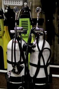 technical sidemount hose routing